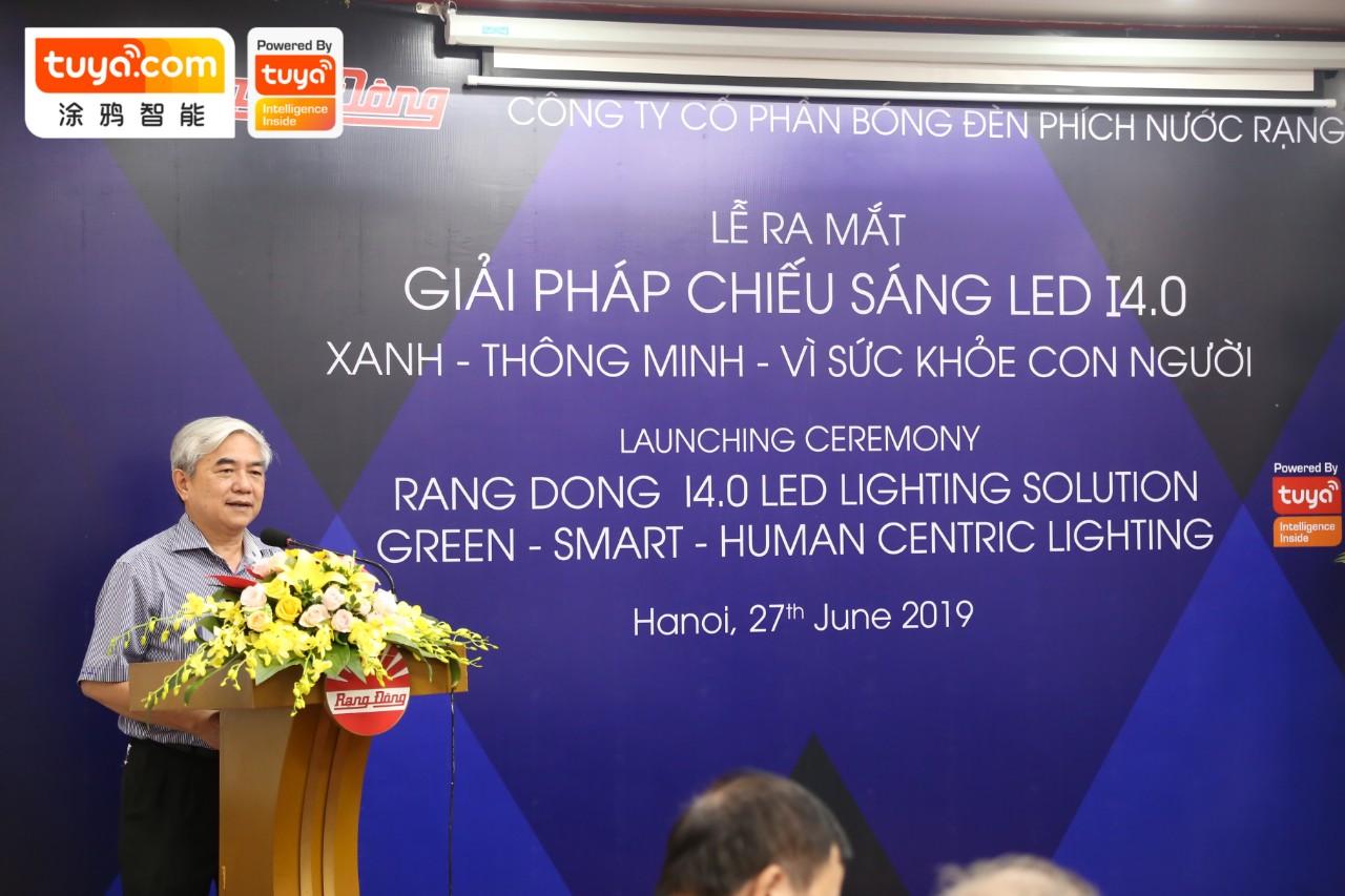 越南共产党中央委员会委员,前科技部部长,越南自动化协会主席Nguyen Quan进行致辞